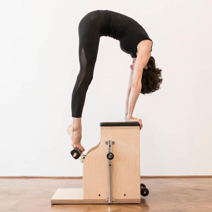 gudrun kohla_pilates-yoga-vienna_chair_hamstring 3