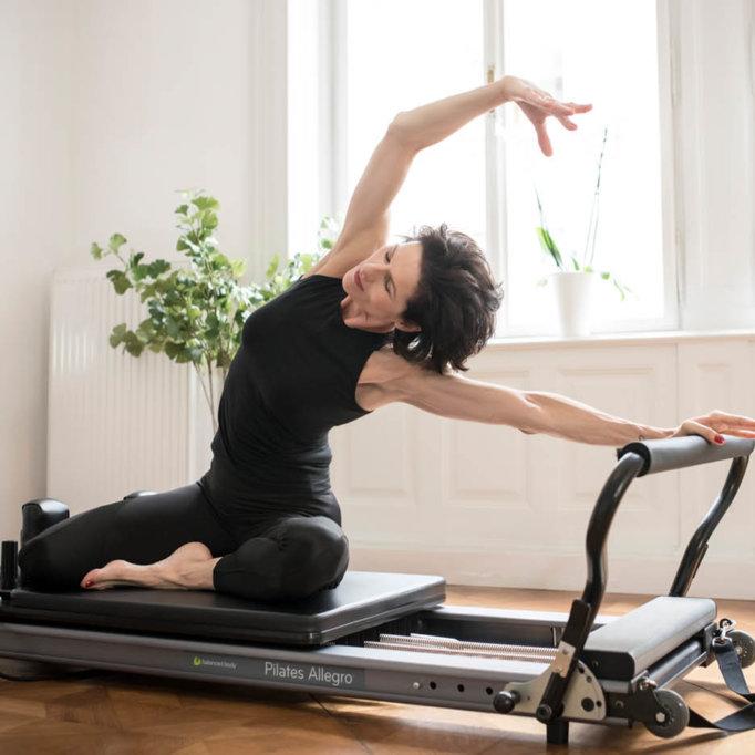 gudrun kohla_pilates-yoga-vienna_Reformer_mermaid_2